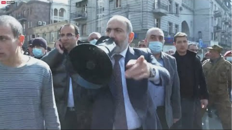 Armenian PM marches through capital with hundreds of supporters | AFP
