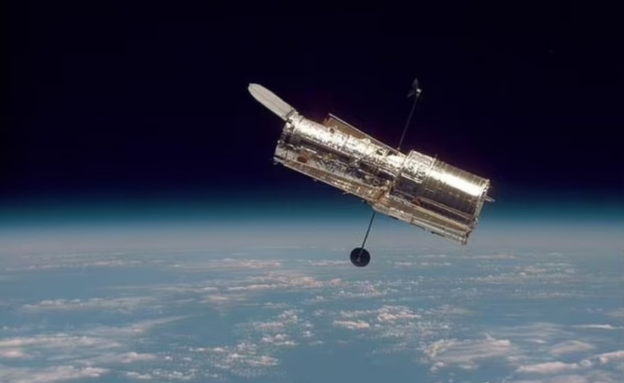 Hubble Trivia: 3) What Advantage Does Hubble Space Telescope Have Over Ground-based Telescopes?